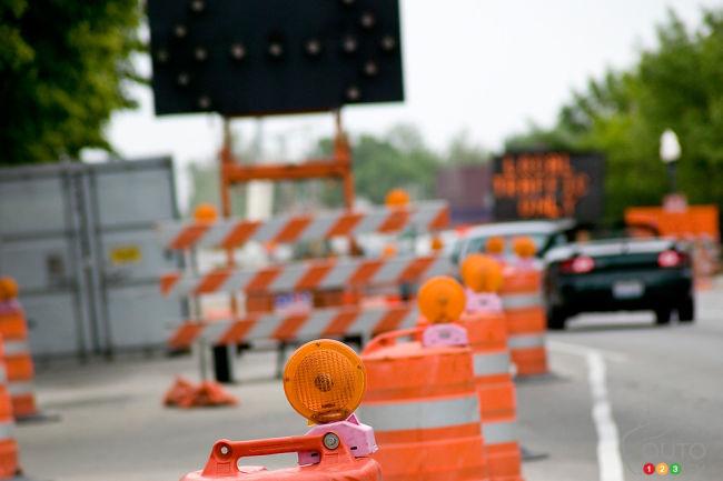 علائم-ایمنی-ایمن-سازی-جاده-پل-تابلو-ها-تابلو-های-اخطاری-مورد-نیاز-تابلو-ترافیکی-تابو-اخباری-عملیات-جاده-ای